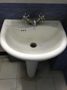 a clogged washing basin in leeuwaren