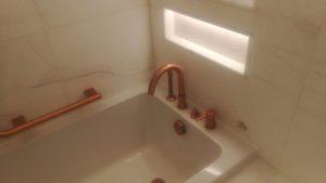unclogging a bathtub in beverwijk