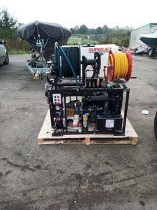 high-pressure cleaner for remedying heavy sewer clogs
